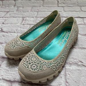 Skechers woman's slip on memory foam sneakers